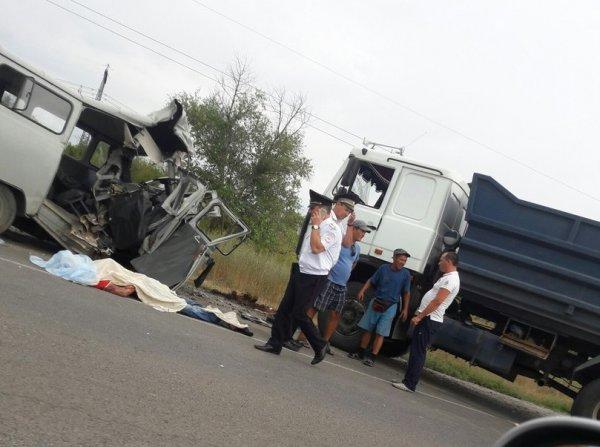 На севере Волгограда столкнулись три авто 1 погиб 4 в больнице