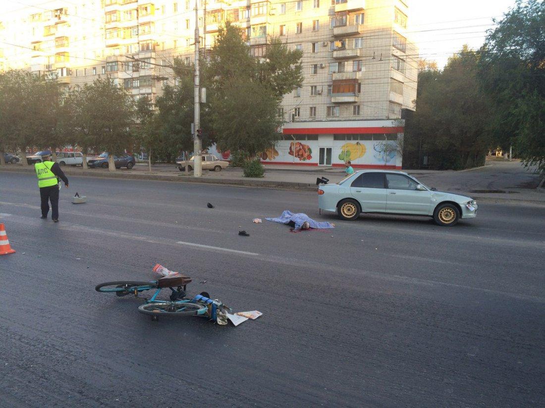 Насевере Волгограда старый велосипедист умер под колесами машинами