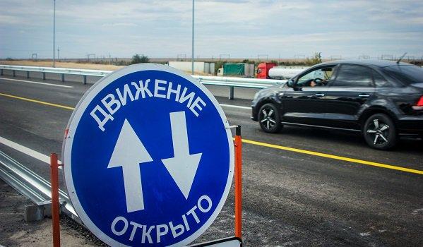 Владельцы автомобилей сейчас могут ездить подвум полосам нового Горьковского путепровода