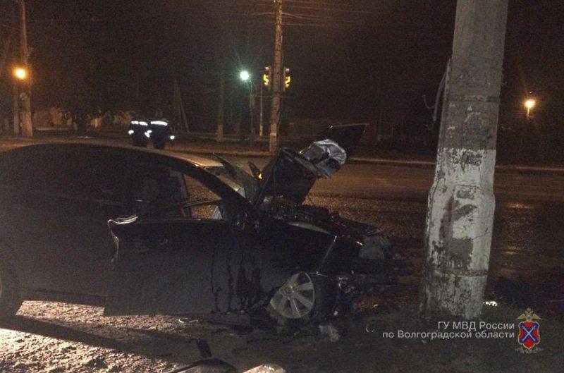 ВВолгограде 30-летний шофёр «Шевроле» врезался встолб и умер