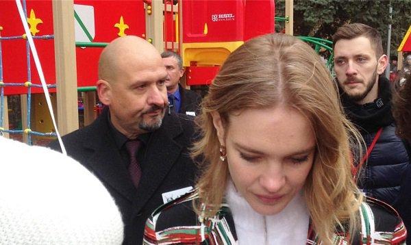 Наталья Водянова открыла вВолгограде детскую площадку с мин. молчания