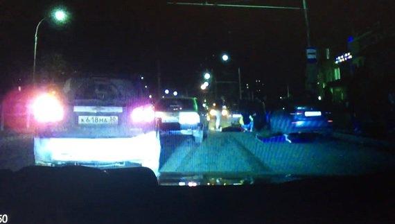 ВАстрахани автомобиль сбил 2 человек на«зебре»: погибла девушка