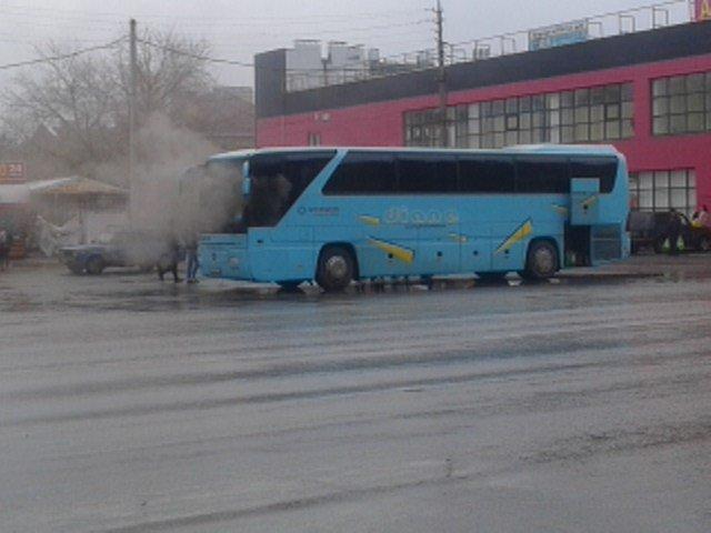 ВВолжском зажегся пассажирский автобус «Мерседес Бенс»