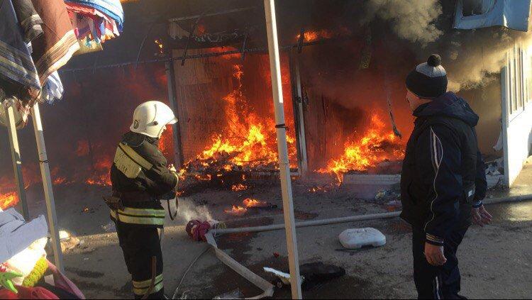 Нарынке «Юбилейный» вВолгограде сгорели 9 павильонов: продавцы жалуются накражи