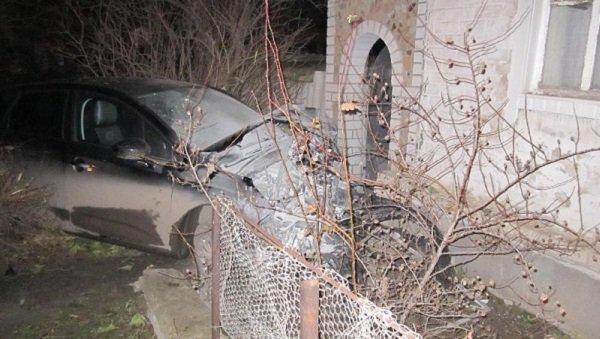 Под Волгоградом 34-летний мужчина, «убегая» отпреследования полицейских, врезался вдом