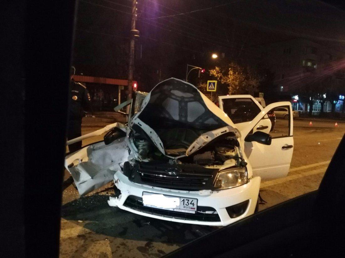 ВВолжском встолкновении «Митсубиси» и«Лады» пострадали трое