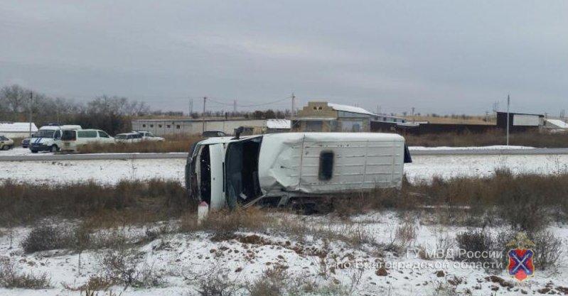 Натрассе под Волгоградом вопрокинувшейся маршрутке умер шофёр