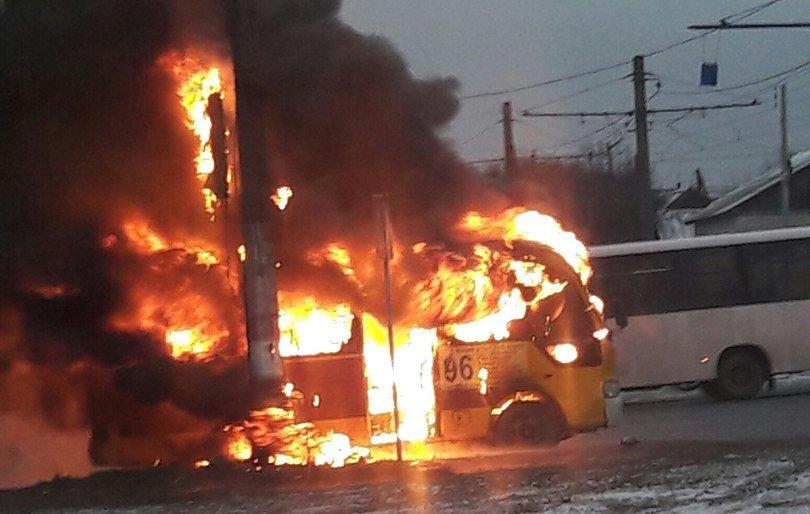 ВВолгограде на 2-ой продольной автодороги зажегся микроавтобус №96