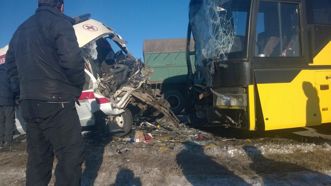 Под Волгоградом 4 человека пострадали вДТП соскорой иавтобусом