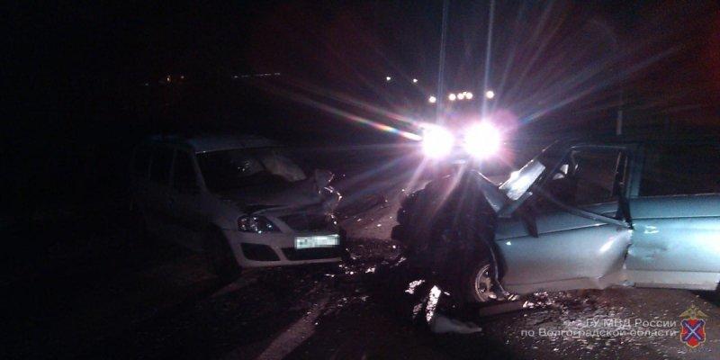 Под Волгоградом вДТП ВАЗ-2110 и«Лады» пострадали 4 человека