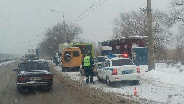Автобус имаршрутка столкнулись вВолгограде: пострадали три человека