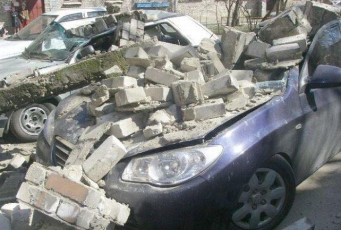 Сбившись спути, волгоградец разозлился ибросил кирпич вчужое авто