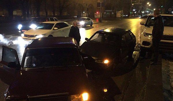 ВВолгограде джип протаранил три автомобиля