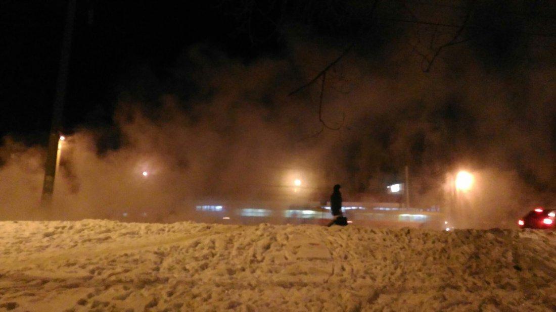 ВДзержинском районе Волгограда прорвало теплопровод