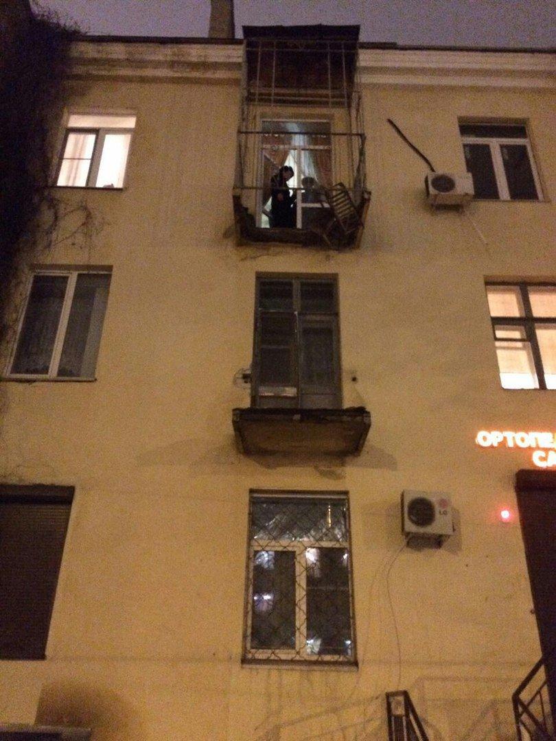 """В центре волгограда рухнул балкон с людьми """" volga-day - нов."""