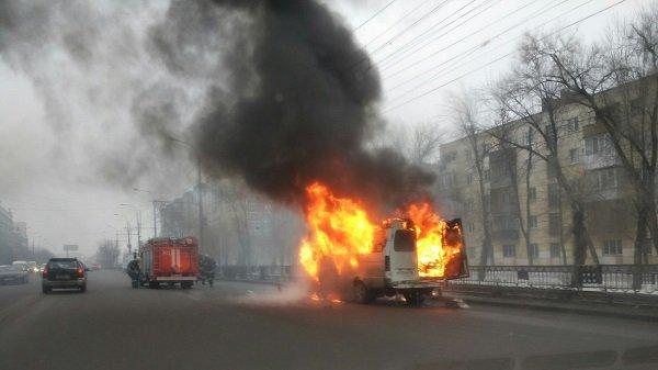 Вцентре Волгограда загорелась маршрутка 15С