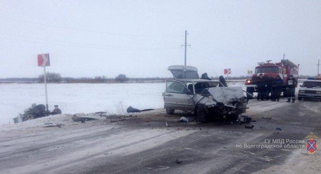 Натрассе под Волгоградом беременная автоледи устроила жуткое ДТП спострадавшими