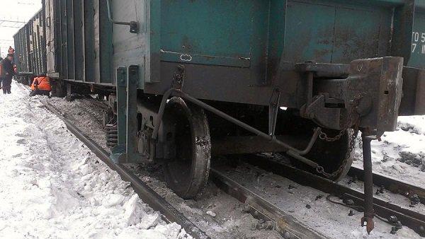 17 вагонов грузового поезда сошли срельсов вВолгоградской области