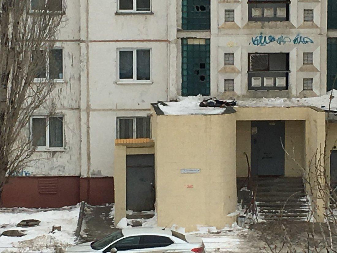 Насевере Волгограда четырнадцатилетний ребенок спрыгнул скрыши 16-этажки