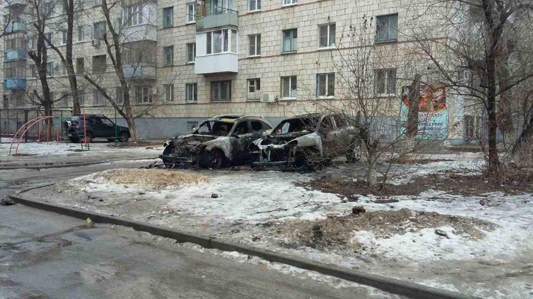 Порше Cayenne и Инфинити сожгли неизвестные ночью вВолгограде