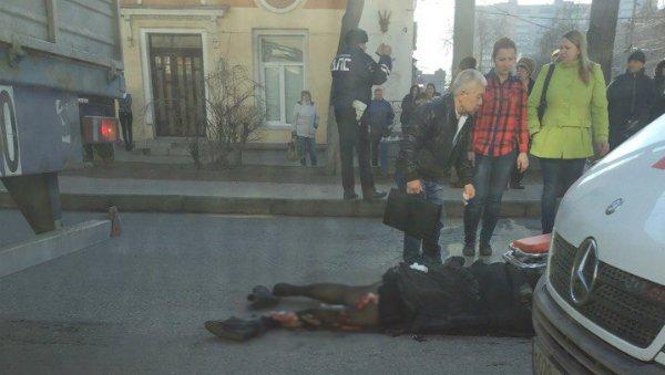 ВВолгограде фургон насмерть сбил пешехода
