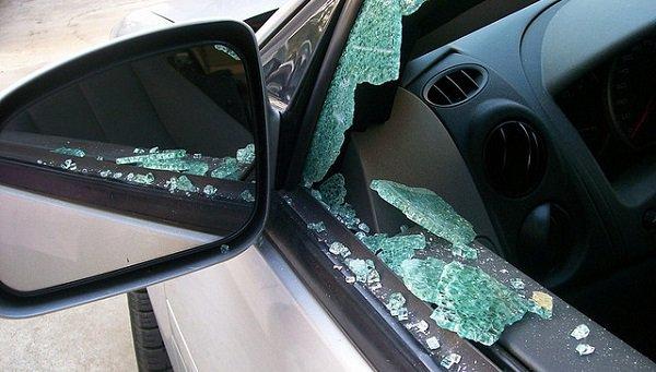 Волгоградец отомстил захамскую парковку камнем встекло иномарки