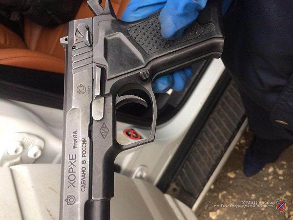 ВВолгограде милиция задержала стрелявших насвадьбе изавтомобиля