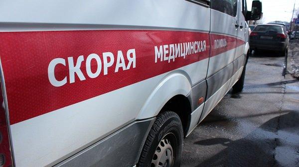 Под Волгоградом 28-летнего рабочего задавило упавшим деревом при разборе старого дома