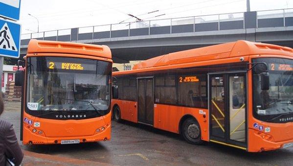 В Волгограде оставшиеся без работы маршрутчики садятся за баранку автобусов