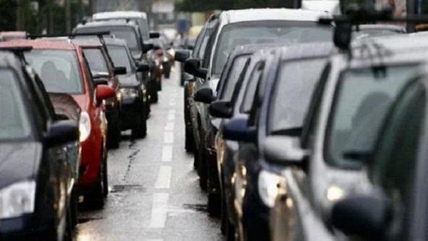 Волгоград встал вмногокилометровых пробках из-за ремонта дорог иДТП