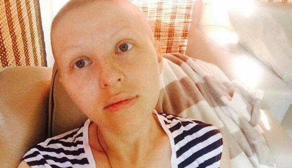 Раком знаменитости стоят