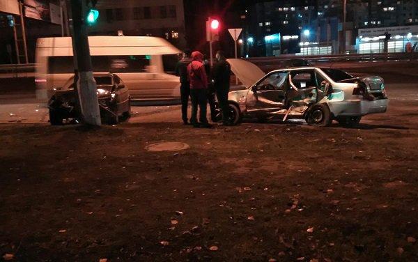 Семь человек занимаясь сексом в авто разбились